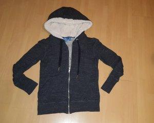 Super schöne Jacke mit flauschiger Kapuze von  Adidas