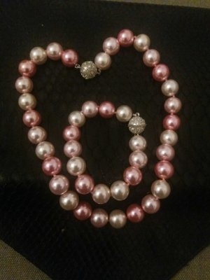 Necklace light pink-grey