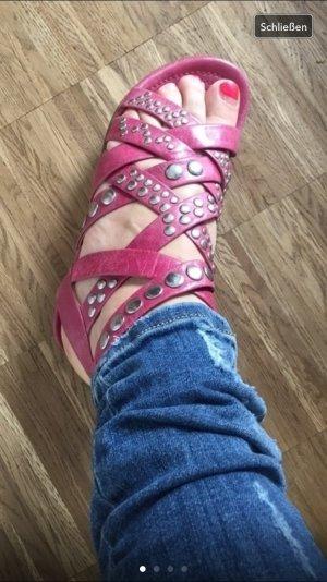 Super schöne Sandalen mit Nieten