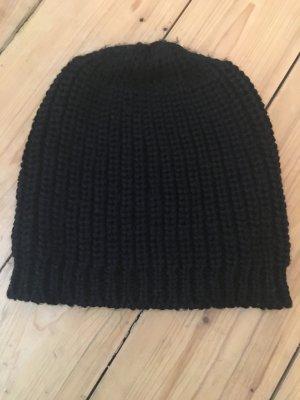 Super-schöne schwarze Strick-Mütze