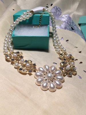 Super schöne Statement Perlenkette mit Strasssteinchen