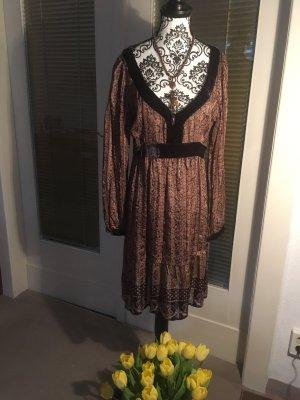 Super schönes Kleid- hübsch und perfekt gekleidet