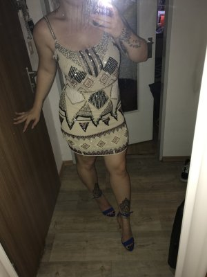 Super schönes Kleid mit Pailetten Aufnähung, neu,S