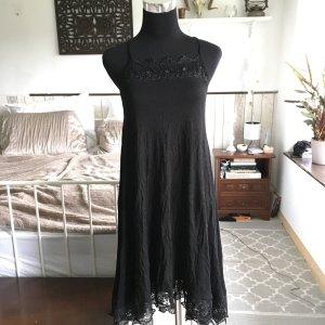 Super schönes schwarzes Sommerkleid mit Spitzenbesatz