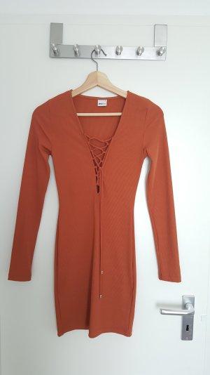 super schönes und modernes Kleid von Gina Tricot