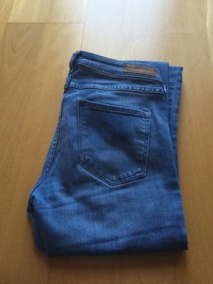 Super Skinny Low Waist Jeans von H&M