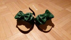 Super Süße Sandalen mit grüner Schleife