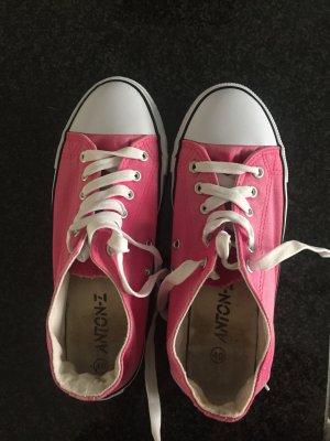 Super süße Sneaker in Markenoptik