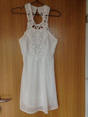 super süßes weißes Kleid mit großem Rückenausschnitt