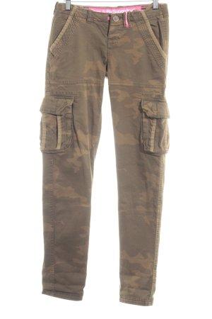 Superdry Chinohose grüngrau-olivgrün Camouflagemuster Street-Fashion-Look