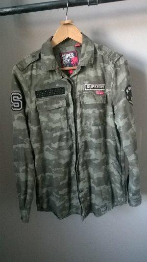 Superdry Hemd im Militär-Stil.