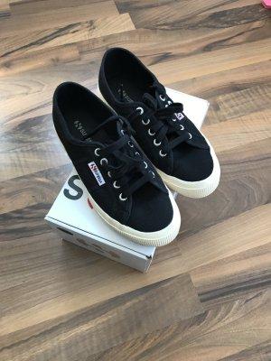 Superga Sneakers schwarz, wie neu