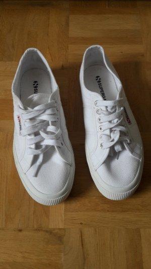 Superga weiße Sneaker