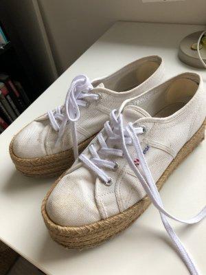 Superga weiße Sneaker mit beigen Plateauabsatz