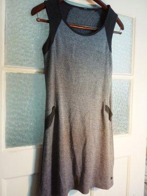 Superschönes Kleid für kühlere Tage
