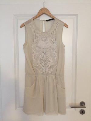 Superschönes Kleid mit Stickerei in cremeweiß von Zara wie NEU, Gr.M