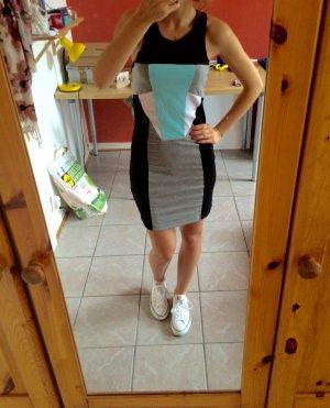Superschönes Stretchtkleid mit geometrische Mustern