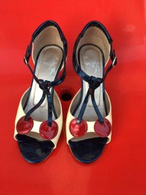 Supersüsse Sandalen mit Kirschen
