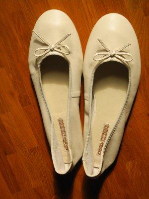 Superweiche weiße Leder-Ballerinas von Buffalo in Größe 42 – UNGETRAGEN!!!