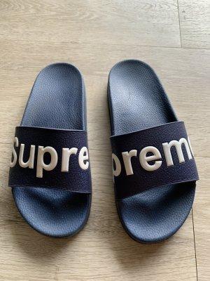Supreme Schlappen Badelatschen adiletten dunkelblau weiß Sandalen
