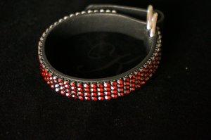 Swarovski Leder-Armband mit roten Steinen