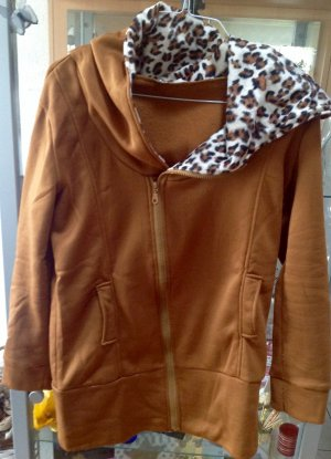 Sweat/-Jacke im Leo Look