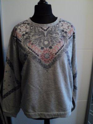 Sweater mit Bandana Print