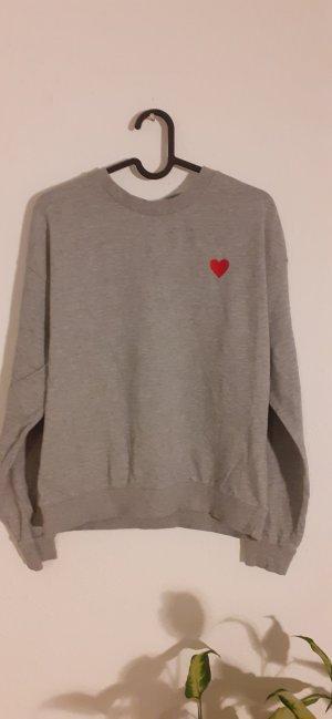 Sweater mit Herzapplikation