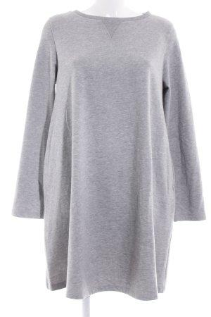 Vestido de tela de sudadera gris claro look casual