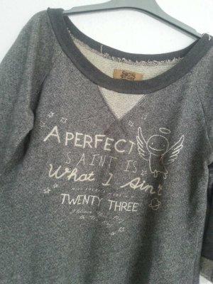 Sweatshirt in S , grau mit gesticker Schrift