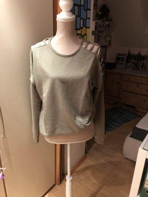 Sweatshirt mit offener Schulter und Arm