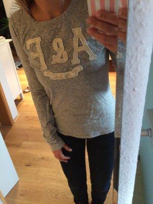 *Sweatshirt von Abercrombie&Fitch*