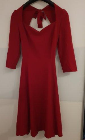 Robe avec jupon rouge foncé