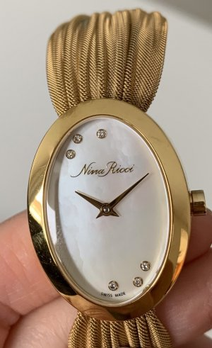 SWISS MADE Nina Ricci Diamantuhr