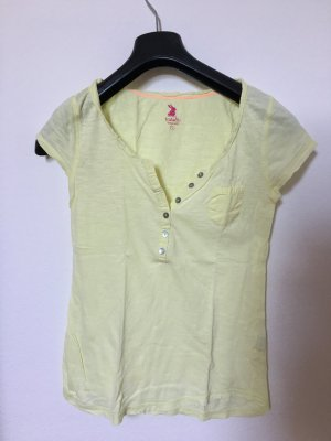 • T-Shirt •