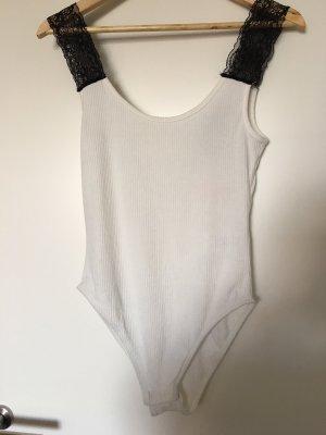 T-shirt/ Body mit schwarzer Spitze