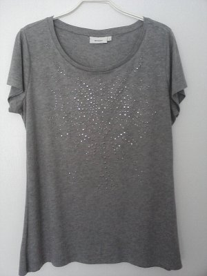 T-Shirt grau mit Metallnieten
