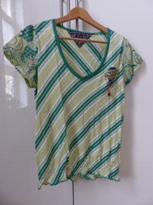 T-Shirt grün gestreift und mit Früchtedruck auf den Ärmeln