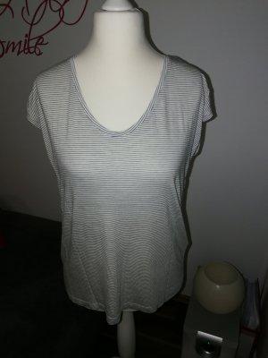 T-Shirt in grau weiß gestreift der Marke Pieces und der Größe XL