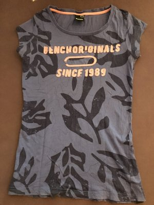 T-Shirt in lila von Bench