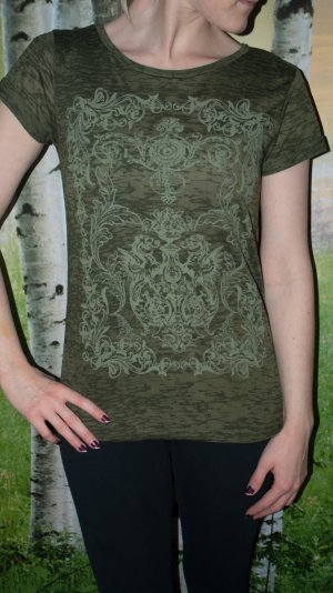 T-Shirt in Olive mit Muster