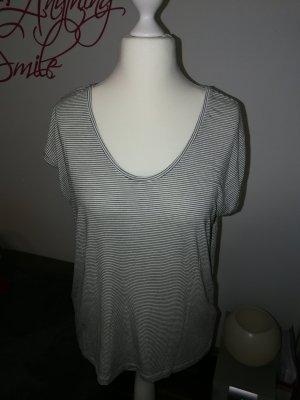 T-Shirt in schwarz weiß gestreift der Marke Pieces in der Größe XL