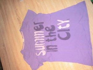 T-Shirt lila mit Aufdrucl