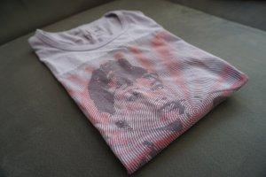 T-Shirt mit fashion Aufdruck in Flieder