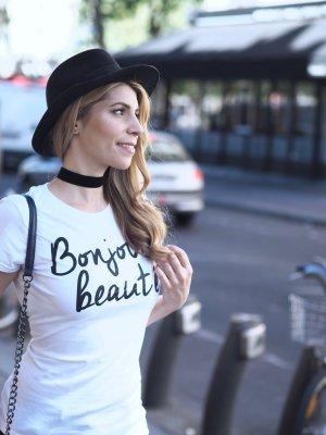 T-Shirt mit süßem Schriftzug * Bonjour Beauté *