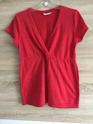 T-Shirt mit V-Ausschnitt in rot