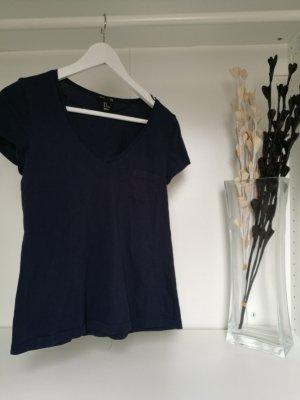 T-Shirt mit V-Ausschnitt und Brusttasche *neu*