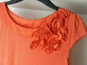 T-Shirt orange mit Blumenapplikationen