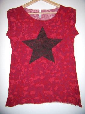 T-Shirt rot camouflage mit schwarzem stern