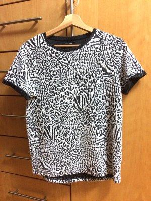 T-Shirt von Gestuz im modischem Animal Print schwarz/weiß